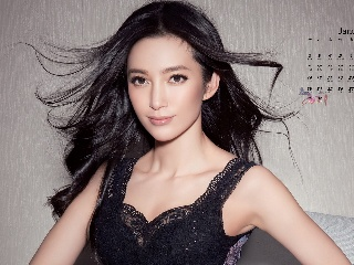 46岁李冰冰素颜亮相像18少女,回旋踢展示惊人身材